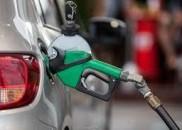 Preço médio da gasolina nas bombas tem nova queda e...
