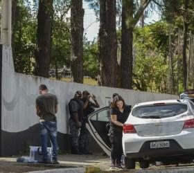 Após atentado, escola é reaberta para planejar acolhimento de alunos
