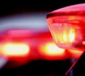 Homem é preso após agredir esposa e atear fogo em...