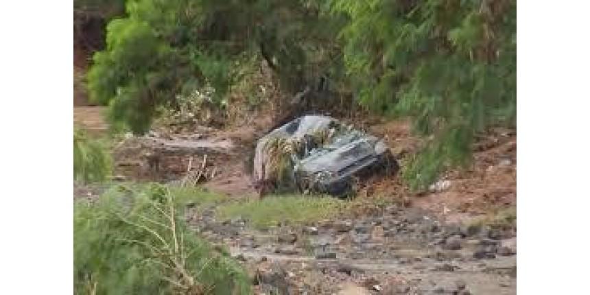 Mãe e filha morrem após carro ser arrastado pela enxurrada em Bauru