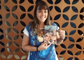 Professora reúne em livro histórias de abandono de cães contadas na visão...