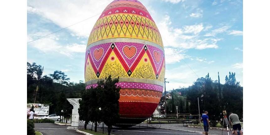 Cidade de SC tem maior ovo decorado de Páscoa do mundo