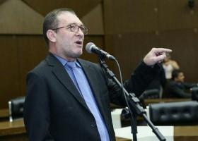 Dois vereadores recebem salário sem trabalhar