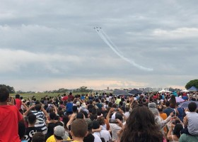 Esquadrilha da Fumaça leva mais de 15 mil pessoas ao aeroporto de...