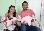 Mãe descobre gravidez de trigêmeas na hora do parto