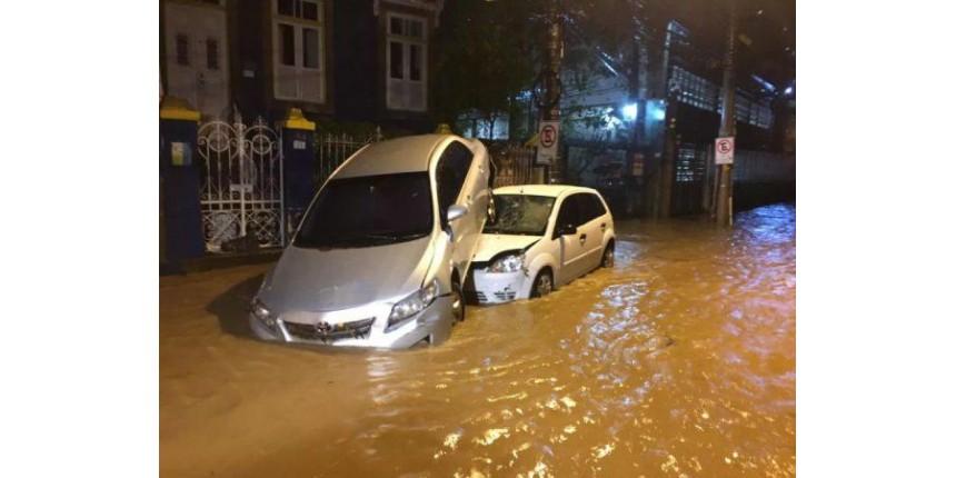 Temporal mata três pessoas no Rio; terça-feira começa com mais chuva