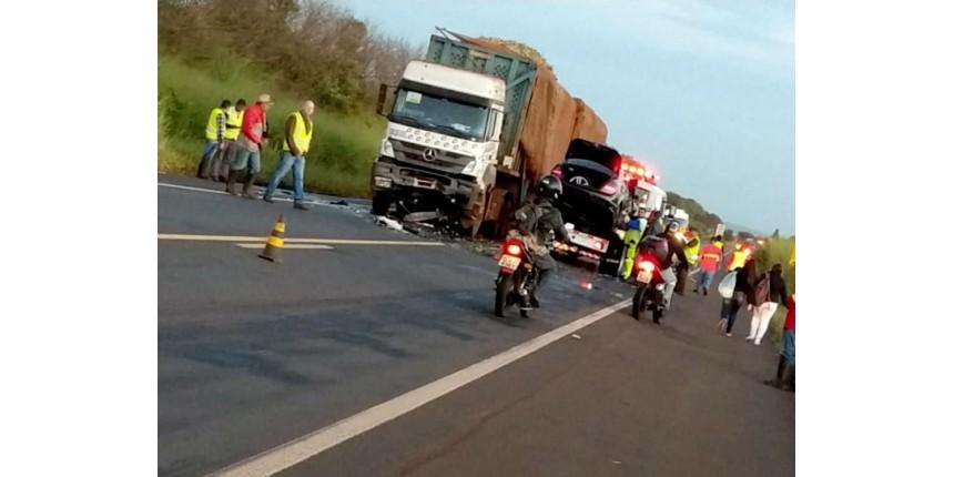 Empresário morre após bater carro de frente com caminhão em rodovia