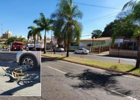 Adolescente em bicicleta morre atropelada por caminhão-tanque