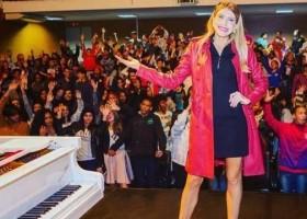 Pianista promove concertos para crianças na periferia de São Paulo