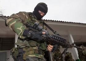 PM de SP vai comprar 10 metralhadoras estilo 'Rambo' e quer fuzil...