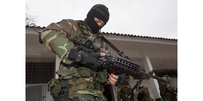 PM de SP vai comprar 10 metralhadoras estilo 'Rambo' e quer fuzil que derruba helicóptero