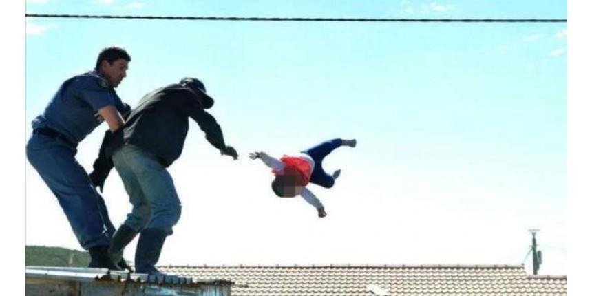 Policial resgata bebê que foi jogada do telhado pelo próprio pai
