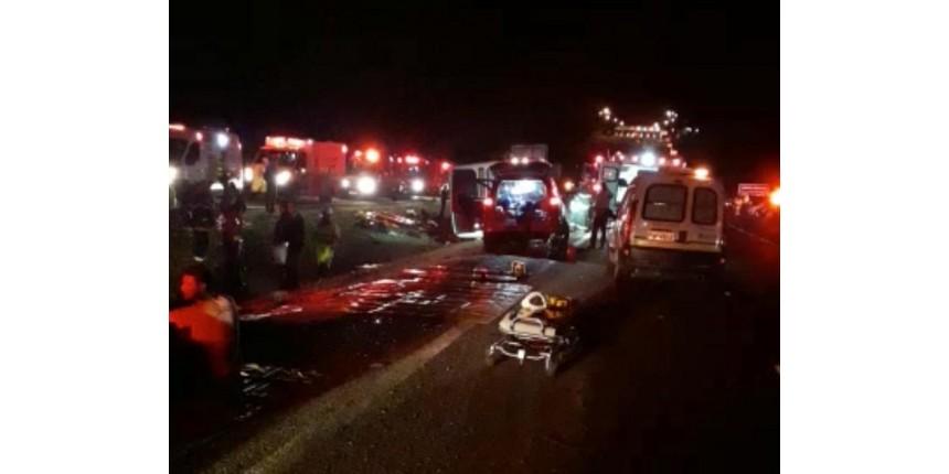 Acidente com ônibus de estudantes deixa um morto e feridos