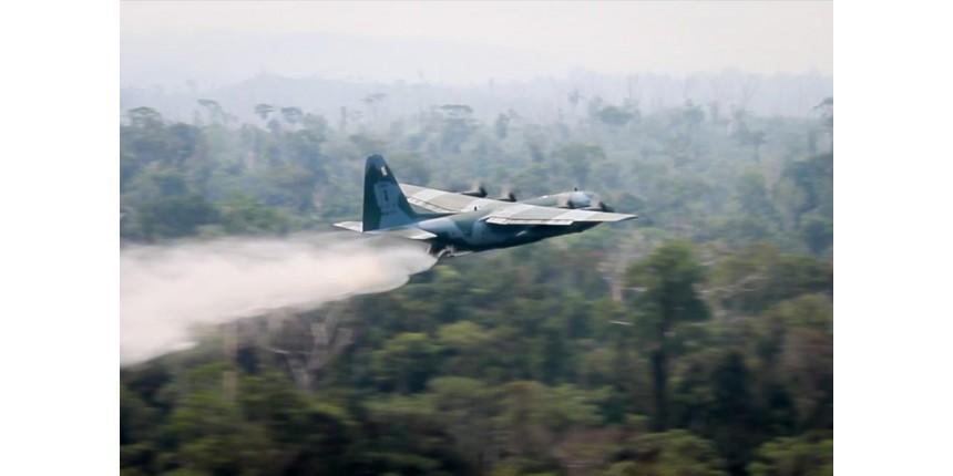 FAB divulga imagens de aviões no combate a focos de incêndio na Amazônia