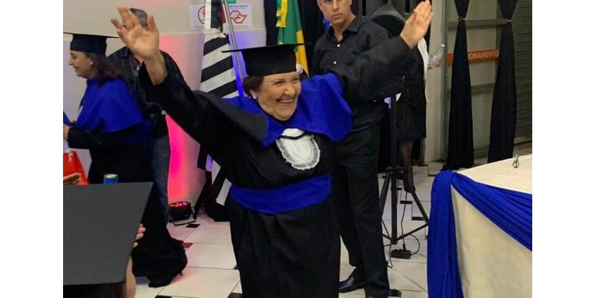 Idosa realiza sonho e se forma em pedagogia aos 81 anos: 'Brincavam para eu fazer crochê'