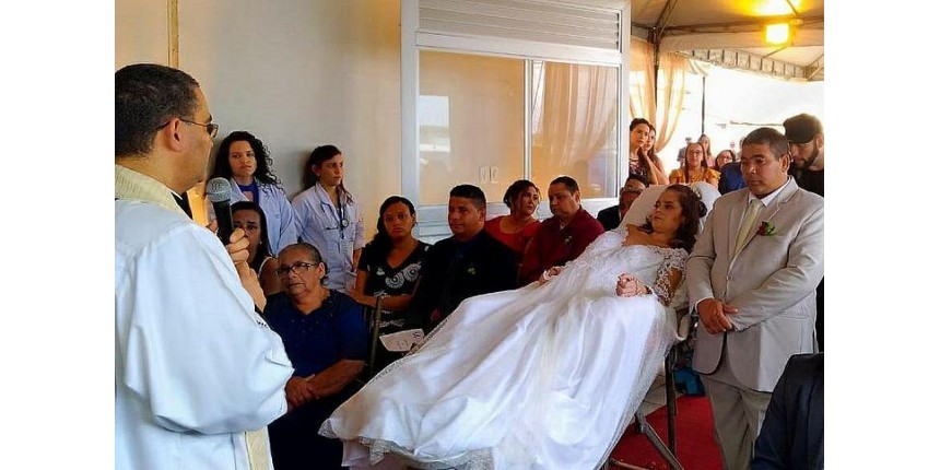 Paciente com câncer terminal realiza sonho e se casa no hospital