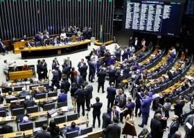 Por 370 votos a 124, Câmara aprova em segundo turno texto-base da...