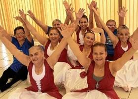 Reinventar-se depois dos 60: idosos se dedicam a hobbies, dança e esportes