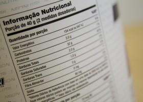 Anvisa propõe rótulos de alimentos com alertas sobre alto teor de açúcar,...
