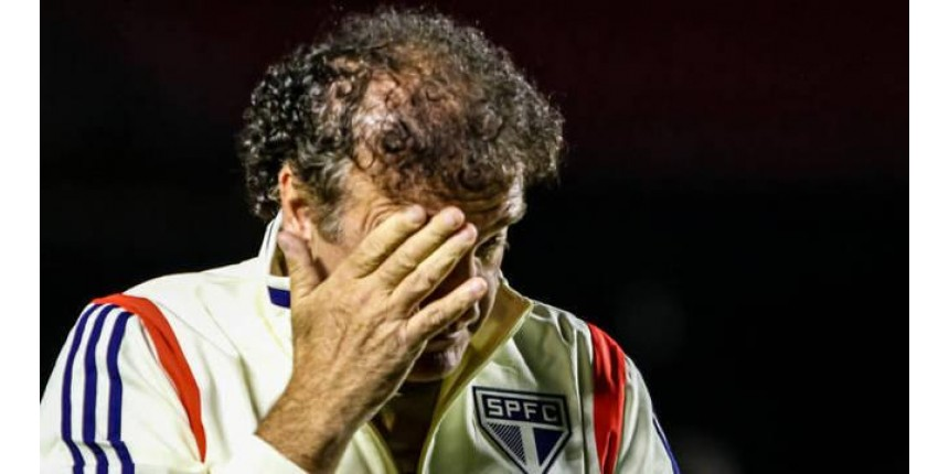 Jogador brasileiro boicota treinador porque tem cumplicidade de cartola