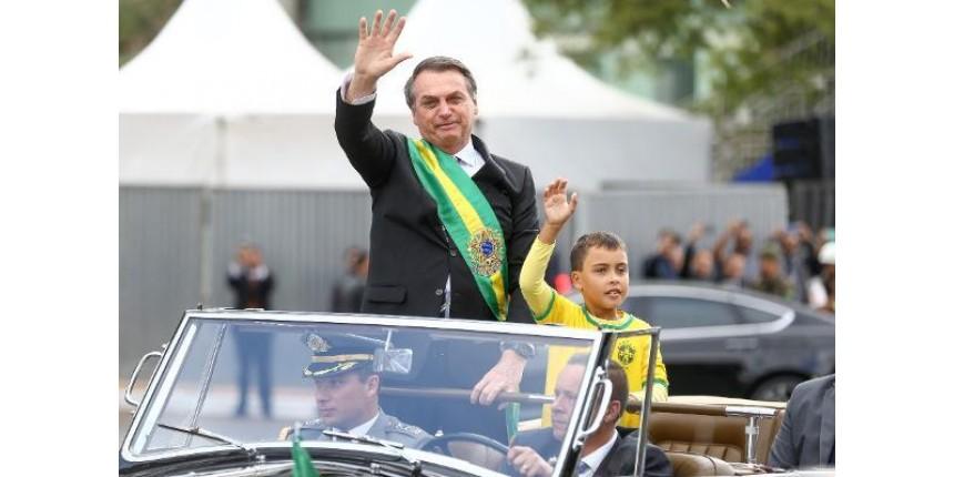 'Melhor desfile de todos', diz menino que pegou 'carona' com Bolsonaro no 7 de Setembro