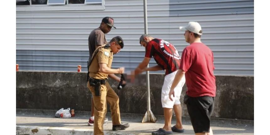 Torcedor perde a mão com explosão de bomba no embarque do Athletico