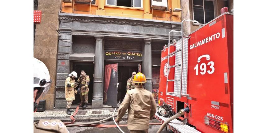 3 bombeiros morrem durante combate a incêndio