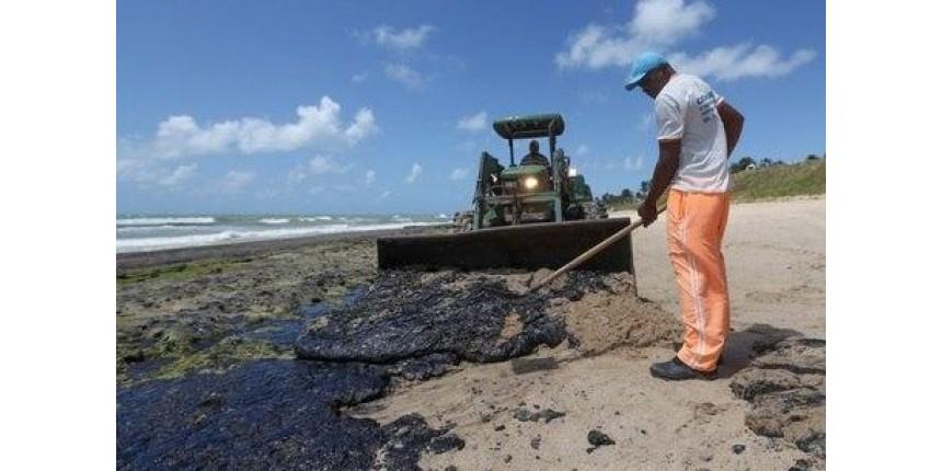 Bolsonaro critica 'silêncio' da ONU e de ONGs sobre óleo no NE