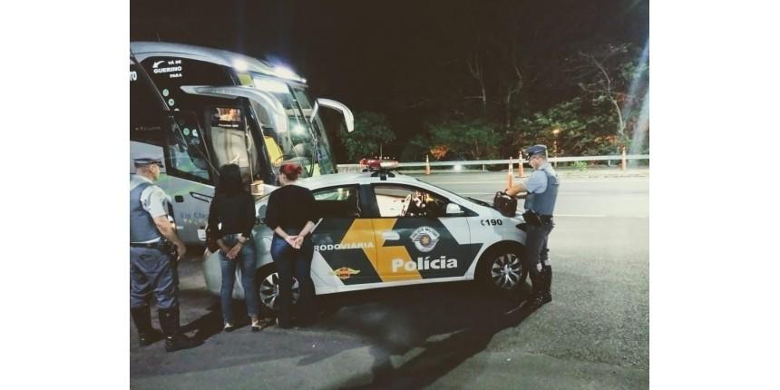 Tia e sobrinha são flagradas com dois tabletes de crack dentro de ônibus em Marília