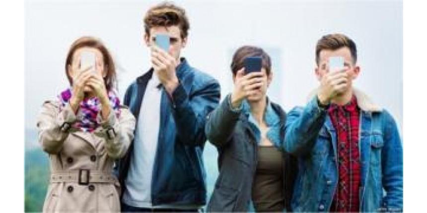 1 em cada 4 jovens está viciado em celular, aponta estudo britânico