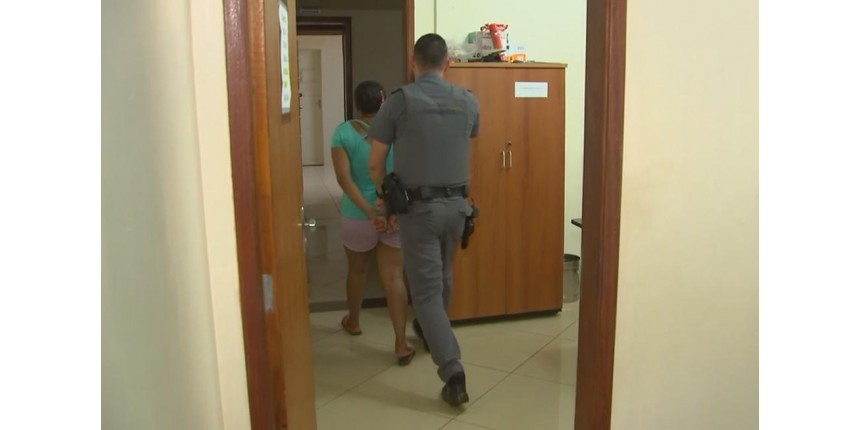 Mãe é presa suspeita de deixar bebê sozinho por 12h em casa