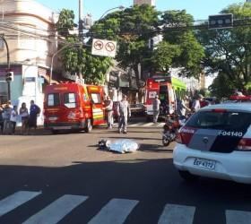 Mulher morre após cair de moto e ser atropelada por...