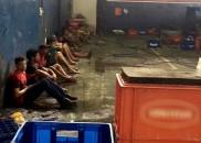 Polícia fecha fábrica clandestina que trocava rótulo de cerveja barata...