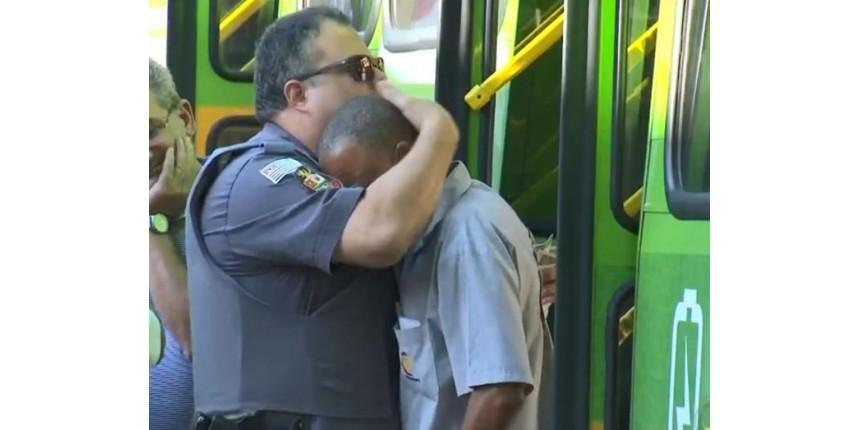 Policial consola motorista de ônibus após acidente que matou mulher em moto: 'Me coloquei no lugar dele'