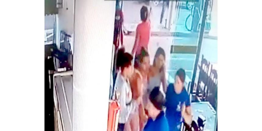 Após briga de família, mulher é presa ao atirar contra genro e irmão dele