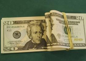 Dólar cai e bolsa sobe, mesmo com decisão de Trump sobre aço