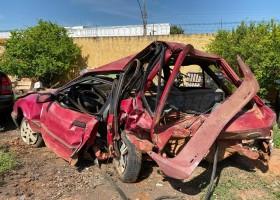 Jovem e criança morrem em acidente com carro que transportava oito pessoas
