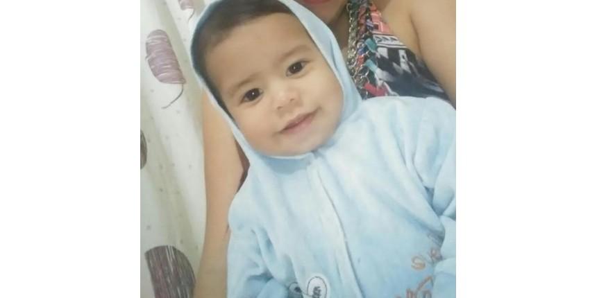 Bebê levado morto a hospital do litoral de SP com marcas de soco e mordida é velado em Bauru