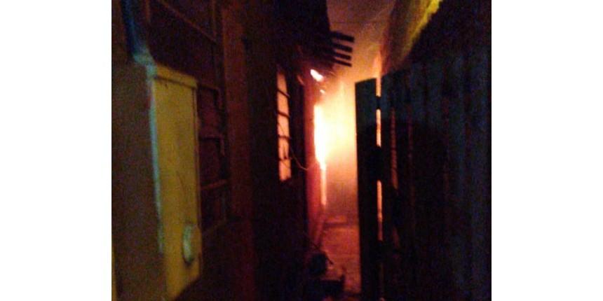 Casa onde morava suspeito de matar menina pega fogo em Chavantes