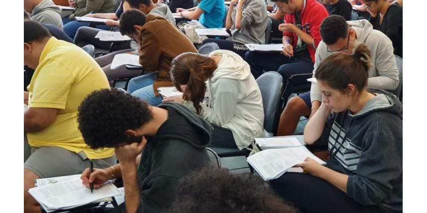 Fuvest 2020: segunda fase começa neste domingo com prova de português e redação