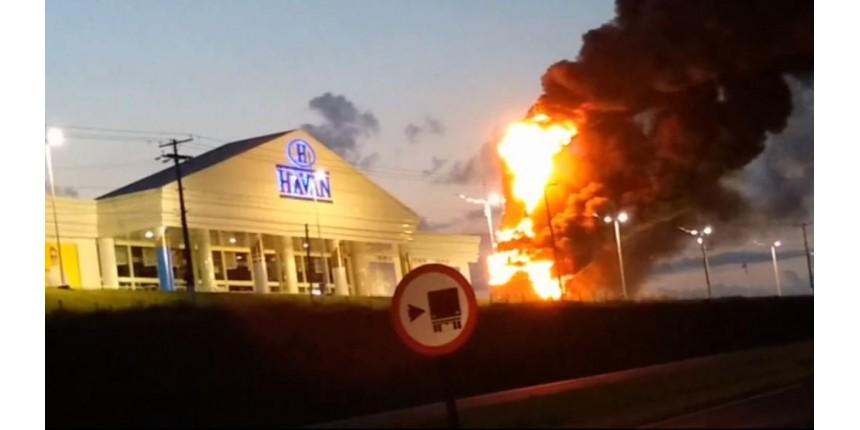 Incêndio que destruiu estátua da loja Havan de São Carlos foi criminoso, diz Polícia Civil