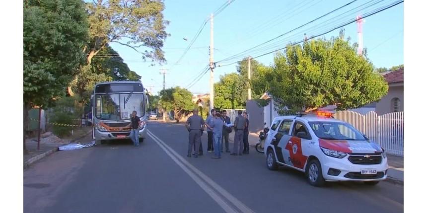 Mulher é morta a tiros dentro de ônibus em Marília; ex-marido é suspeito