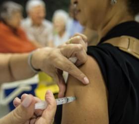 Com coronavírus, governo antecipa campanha de vacinação da gripe em...