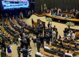 Congresso dá início aos trabalhos com plenário esvaziado