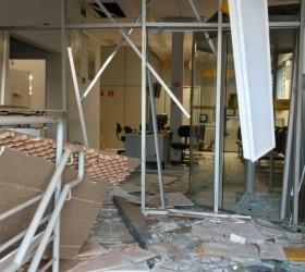 Criminosos armados explodem com dinamites agência bancária