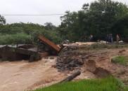 Motorista de caminhão morre após ponte desabar e veículo cair...
