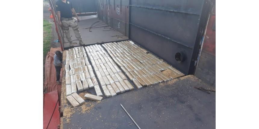 Polícia Rodoviária Federal apreende quase 1 tonelada de maconha em fundo falso de caminhão