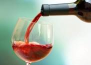 10 vinhos baratos (e bons) para apreciar sem sair de...