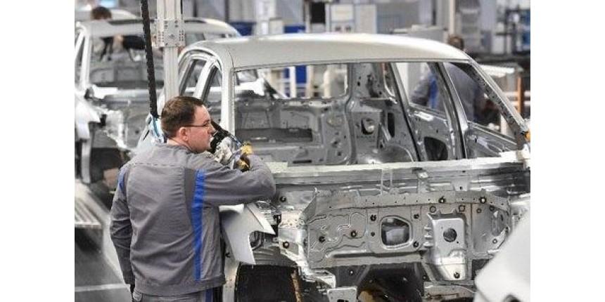 Pandemia faz produção industrial ter pior março desde 2002