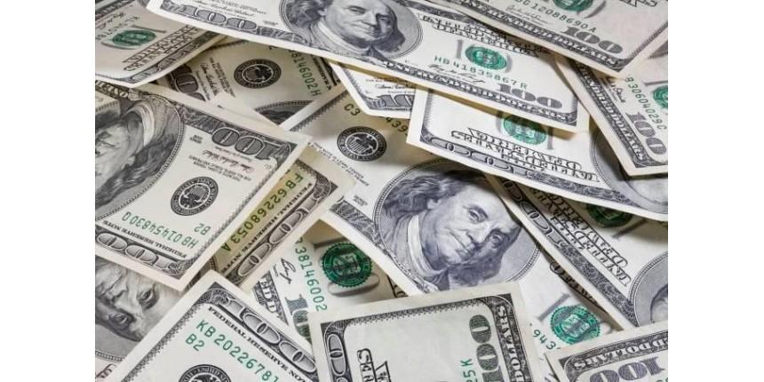 Dólar cai 6,6% na semana e fecha abaixo dos R$ 5 pela 1ª vez desde março